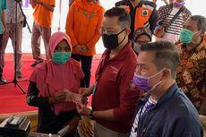 Warga Serang, Banten Terima Bansos Tunai untuk Pertama Kali