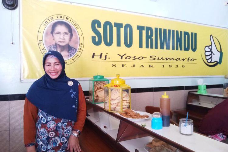 Salah satu pemilik Soto Triwindu, Wati. Ia mengelola warung soto ini bersama dengan saudara-saudaranya.