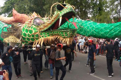 Warga Desa Ini Habiskan Ratusan Juta Bikin 'Boneka' Naga untuk Karnaval HUT RI