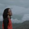 Viral di TikTok, Lirik dan Chord Lagu Bunga (Kini Aku Tinggal Sendiri) - Thomas Arya