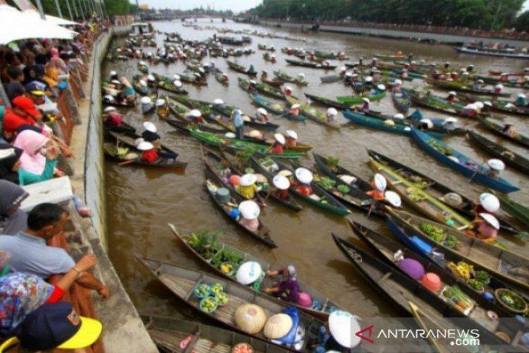 Wisata Pasar Terapung Banjarmasin