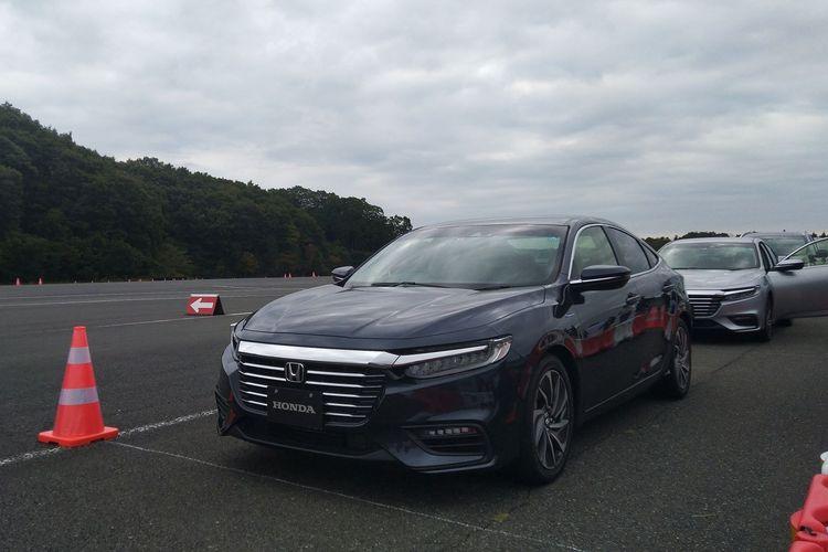 Honda Insight yang sudah mengadopsi Sport i-MMD