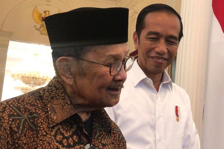 Presiden Joko Widodo saat bertemu dengan Presiden ke-3 RI B.J Habibie di Istana Merdeka Jakarta, Jumat (24/5/2019).