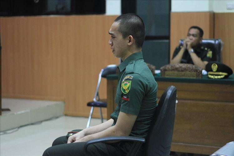 Prada DP menagis di persidangan saat membeberkan kronologi ia membunuh pacarnya sendiri Fera Oktaria (21), Kamis (15/8/2019).