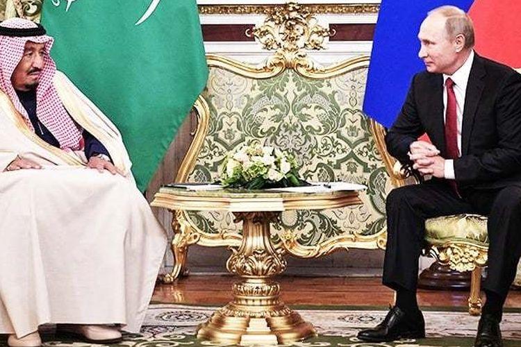 Raja Salman dari Arab Saudi dan Presiden Rusia Vladimir Putin, dalam pertemuan di Kremlin, Kamis (5/10/2017)