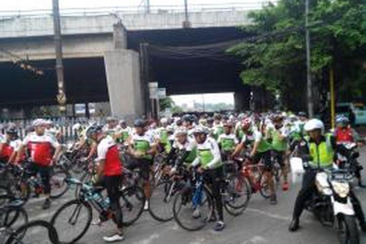 Ratusan pesepeda ramaikan ulang tahun Komunitas Sepeda Milagro keempat, Sabtu (15/11/2014)