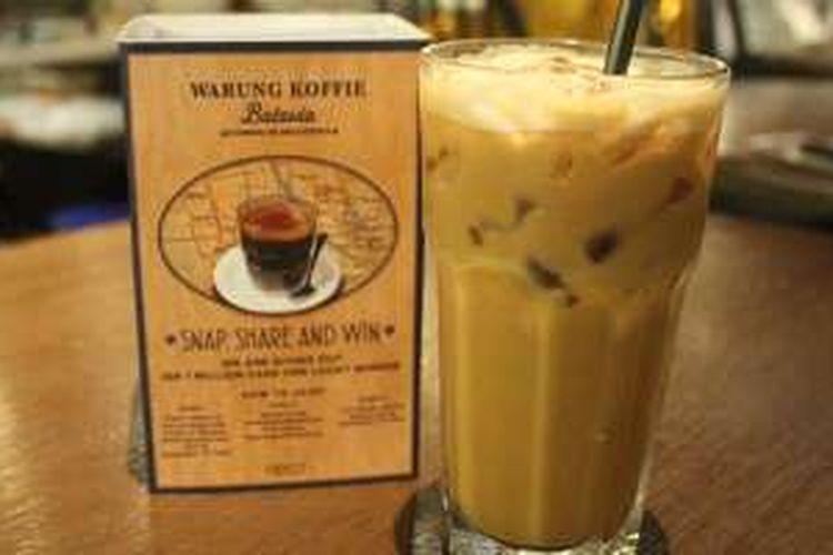 Es Kopi Peranakan adalah menu andalan tambahan di Warung Koffie Batavia, Jakarta.