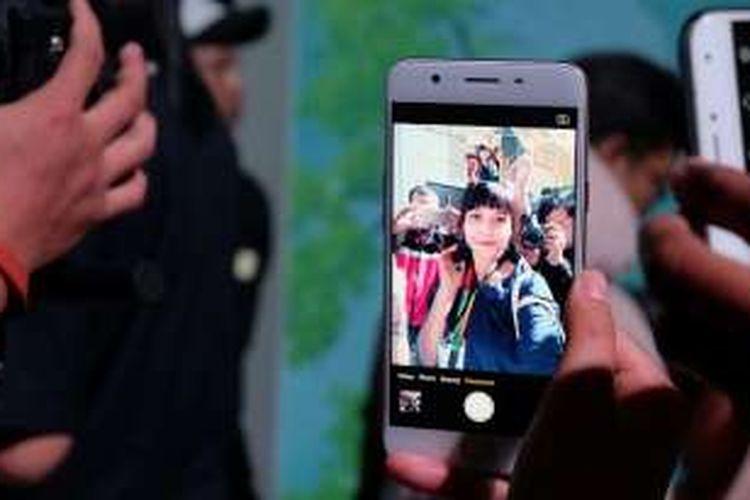 Selfie dengan Oppo F1s.