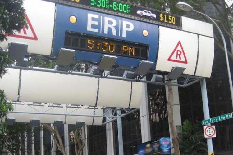 Foto ilustrasi penerapan Electronic Road Pricing (ERP) di Jalan Lim Teck Kim Singapura.