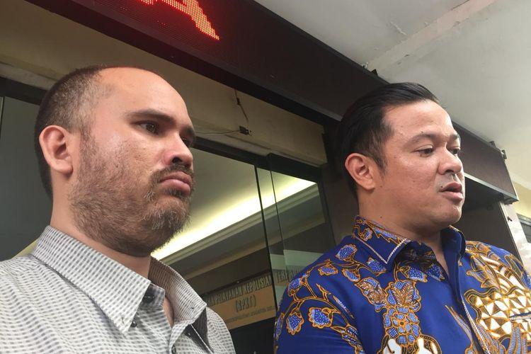 Arya Satria Claproth dan kuasa hukumnya, Andreas Nahot Silitonga saat ditemui di Polres Jakarta Selatan, Kamis (5/12/2019).