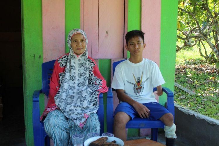 Muhammad Amin Syam (11), siswa kelas VI Madrasah Ibtidaiyah (MI) Nurul Hikmah, di Desa Tolada, Kecamatan Malangke, Kabupaten Luwu Utara, Sulawesi Selatan, adalah seorang penyandang disabilitas. Surat yang ditulisnya untuk Presiden Joko Widodo viral di media sosial. Dia meminta kaki palsu kepada presiden.