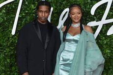 Rihanna dan A$AP Rocky Terpegok Rayakan Natal Bersama di Barbados