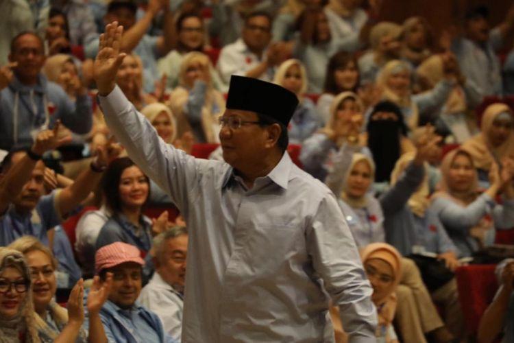 Calon presiden nomor urut 02 Prabowo Subianto dalam acara deklarasi dukungan Komunitas Rabu Biru Indonesia di kediaman Prabowo, Desa Bojong Koneng, Bukit Hambalang, Babakan Madang, Kabupaten Bogor, Jawa Barat, Rabu (20/2/2019).