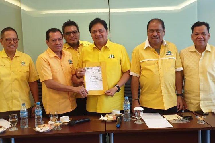 Ketua DPD Partai Golkar Bangka Belitung Hendra Apollo menyatakan dukungan bagi Airlangga Hartarto untuk kembali memimpin sebagai Ketua Umum Partai Gokkar 2019-2024.