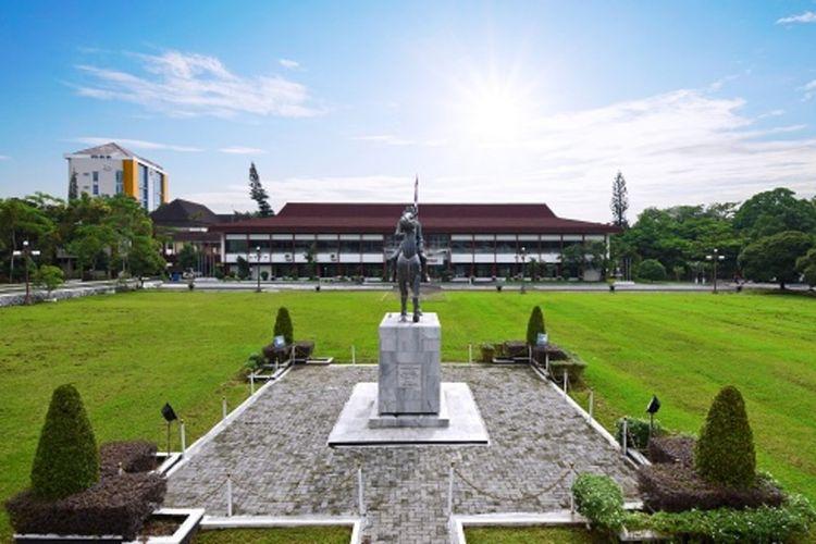 Halaman Rektorat Universitas Jenderal Soedirman (Unsoed) Purwokerto, Jawa Tengah.