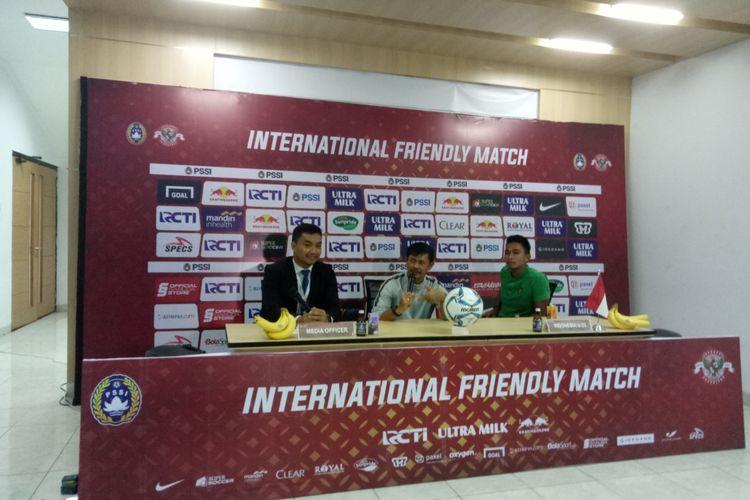 Indra Sjafri saat sesi konferensi pers usai pertandingan antara timnas U-23 Indonesia vs Iran yang berlangsung di Stadion Pakansari, Cibinong, Kabupaten Bogor, Sabtu (16/11/2019) sore.