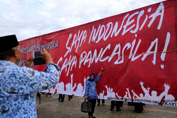 Jajaran Pemprov DKI mengikuti Upacara Hari Kelahiran Pancasila di Monas, Jakarta Pusat, Kamis (1/6/2017). Tanggal 1 Juni ditetapkan sebagai Hari lahir Pancasila dan menjadi hari libur nasional.