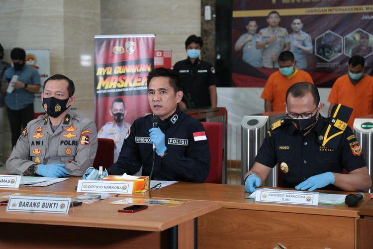 Direktur Tindak Pidana Narkoba Bareskrim Polri Brigjen (Pol) Krisno Halomoan Siregar (tengah) di Gedung Bareskrim Polri, Jakarta Selatan, Rabu (7/10/2020).