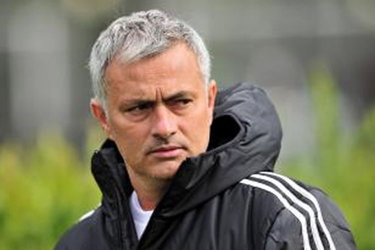 Pelatih Chelsea Jose Mourinho.