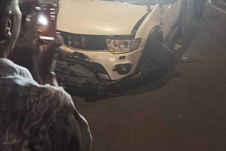 Mobil Mitsubishi Pajero terlibat kecelakaan tunggal di kawasan Ujung Menteng, Jakarta Timur, Kamis (6/8/2020)