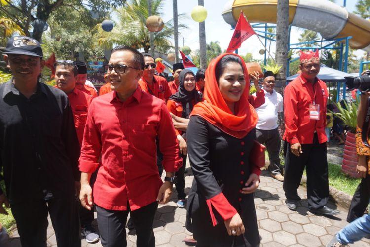 Anas dan Puti saat kampanye jelang Pilkada Jawa Timur di Kecamatan Glenmore, Kabupaten Banyuwangi, Senin (26/3/2018).