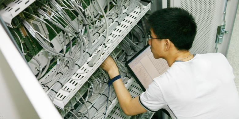 Penggunaan listrik menjadi lebih efisien saat angka PUE mendekati 1.0.  Artinya, setiap kilo Watt hour (kWh) listrik yang mengalir melalui pusat data menjadi 1 kWh listrik yang digunakan oleh perangkat-perangkat tersebut.
