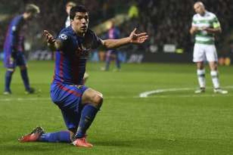Ekspresi penyerang FC Barcelona, Luis Suarez, saat melakoni partai Liga Champions melawan Celtic, di Celtic Park, Rabu (23/11/2016) waktu setempat.