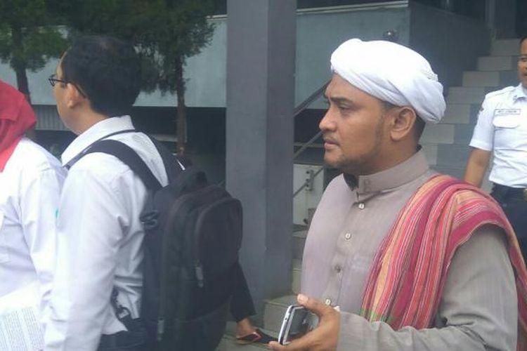 Habib Novel Chaidir Hasan resmi melaporkan Basuki Tjahaja Purnama alias Ahok ke Polda Metro Jaya, Kamis (5/1/2017).