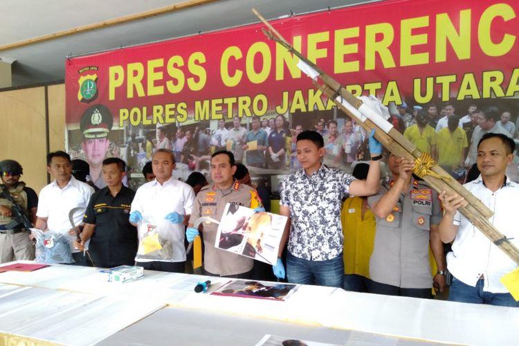 Kapolres Metro Jakarta Utara, Kombes Pol Budhi Herdi Susianto merilsi kasus pengeroyokan mengakibatkan kematian yang. Rilsi dilakukan di Mapolres Metro Jakarta Utara, Selasa (5/3/2019)