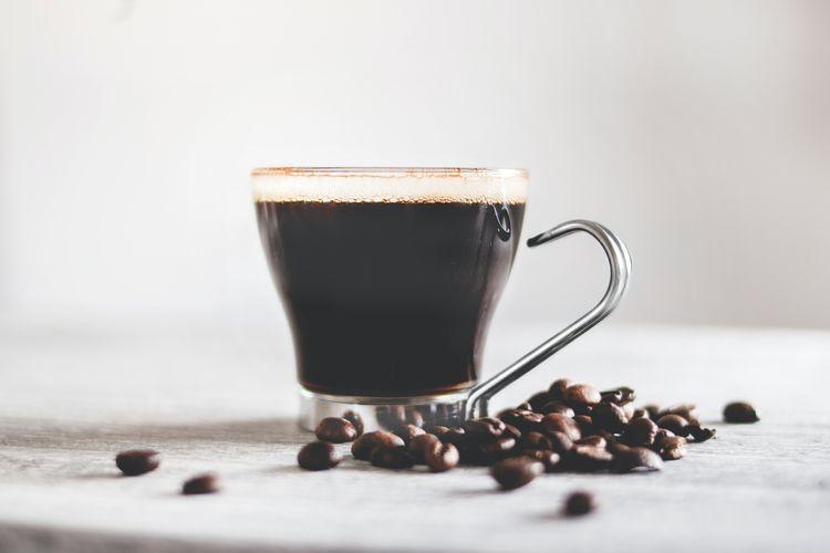 Ilustrasi minum kopi.