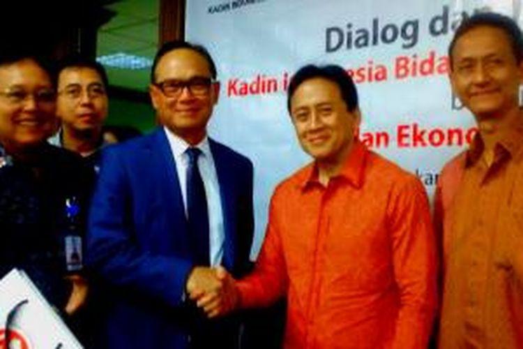Kepala Badan Ekonomi Kreatif Triawan Munaf (batik merah) dalam acara jumpa pers bersama dengan Kamar Dagang dan Industri, Rabu (4/2/2015).