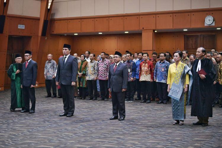 Mendikbud Nadiem Anwar Makarim melantik empat Pejabat Tinggi Madya lingkungan Kementerian Pendidikan dan Kebudayaan (Kemendikbud) di Grha Utama, kantor Kemendikbud, Jakarta, Senin (16/12/2019).