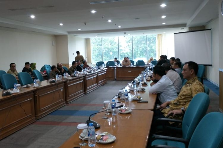 Suasana rapat pimpinan gabungan (rapimgab) DPRD DKI Jakarta untuk membahas tata tertib (tatib) pemilihan wakil gubernur DKI Jakarta di Gedung DPRD DKI, lagi-lagi diundur, Senin (15/7/2019).