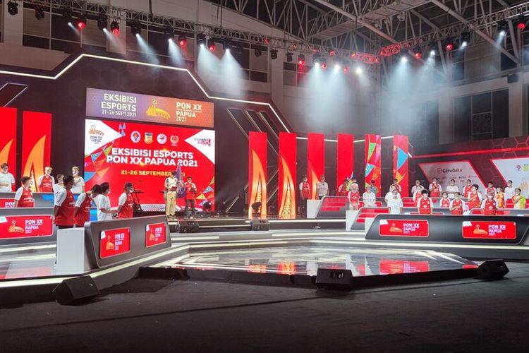 Para atlet dan wasit e-sport yang memulai cabor eksebisi PON XX 2021, tengah mengucapkan janji atlet, Jayapura, Papua, Selasa (21/9/2021)