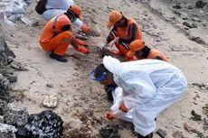 17,9 Ton Gumpalan Minyak Terkumpul di Perairan Pulau Pari dan Tidung