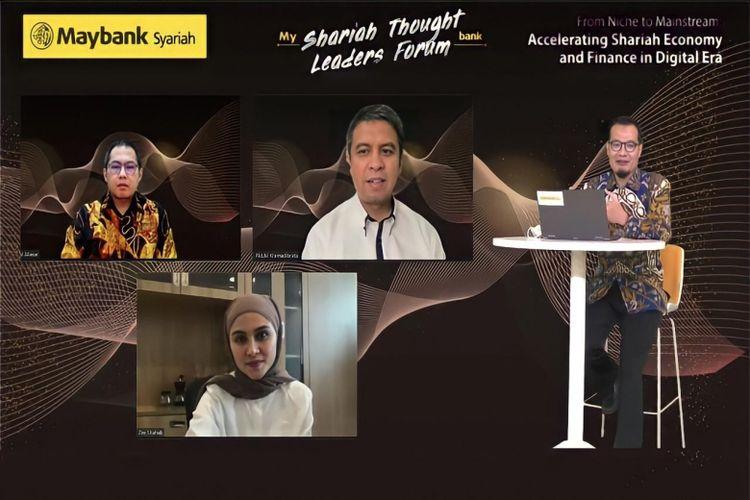 Dipandu oleh DPS Maybank Indonesia Bagus Teguh, sesi diskusi 'Digitalization Reshaping Halal Lifestyle' menghadirkan Afdhal Aliasar, Ridzki Kramadibrata, dan Zee Zee Shahab.