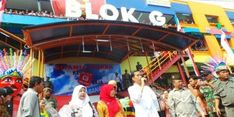 Jokowi Rayu Mahasiswa Belanja di Blok G