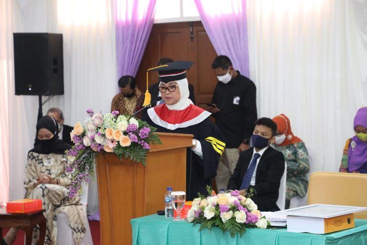 Menteri Tenaga Kerja Ida Fauziyah saat menjalani sidang uji doktoral di IPDN, Jumat (17/7/2020).