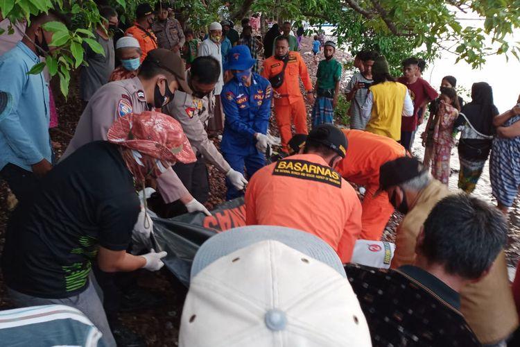 Tim SAR gabungan berhasil menemukan jasad nelayan asal Desa Ale-ale, Kabupaten Kotabaru, Kalsel pada Sabtu (21/11/2020). Korban sebelumnya dinyatakan hilang setelah melaut dalam kondisi cuaca buruk.