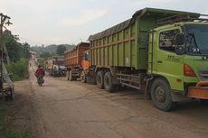 Problem Jalur Parung Panjang yang Tak Kunjung Selesai: Truk Parkir di Bahu Jalan, Kemacetan hingga Paparan Debu