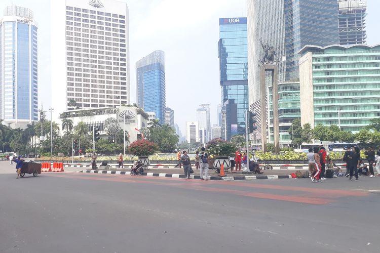 Suasana Car Free Day (CFD) Sudirman-Thamrin, Jakarta Pusat nampak sepi dari warga di pekan pertama Ramadhan, Minggu (12/5/2019).