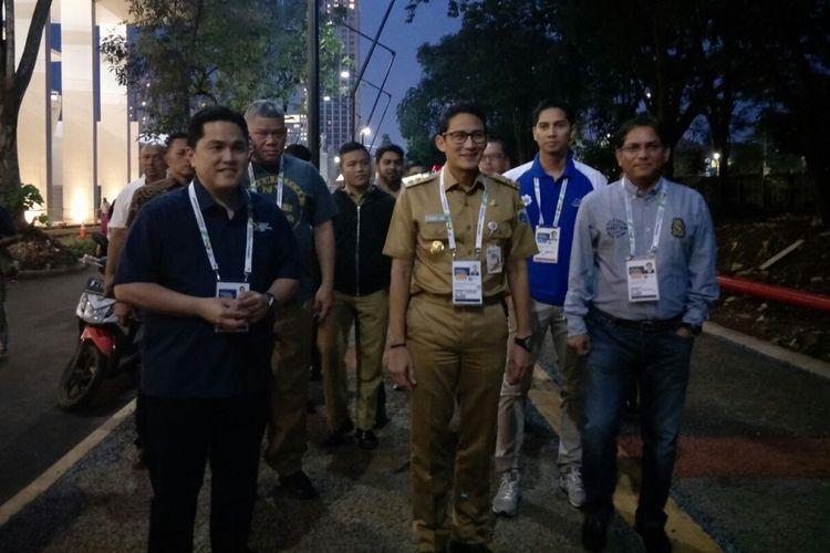Wakil Gubernur DKI Jakarta Sandiaga Uno dan Ketua INASGOC Erick Thohir sebelum menonton final basket test event Asian Games di Gelora Bung Karno, Senin (12/2/2018).