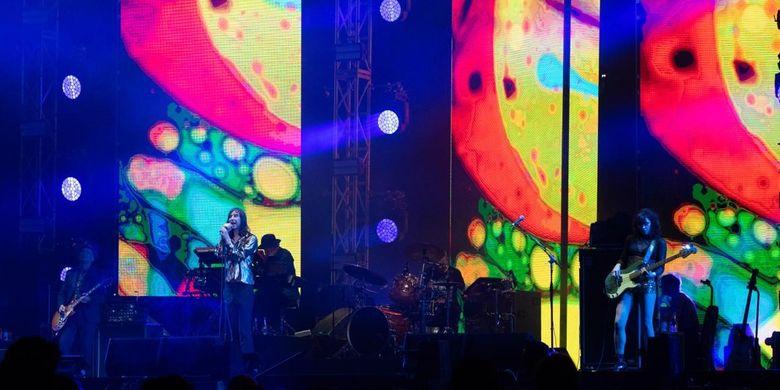 Penampilan musisi asal Glasgow, Skotlandia Primal Scream di festival musik Soundrenaline yang diselenggarakan di Garuda Wisnu Kencana, Bali, pada 7-8 September 2019.