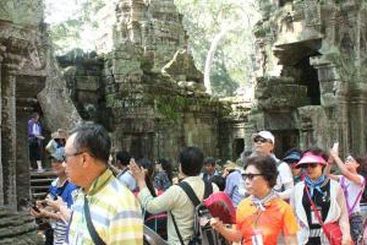Candi Angelina Jolie di Angkor Wat, Kamboja, yang selalu ramai dikunjungi turis.