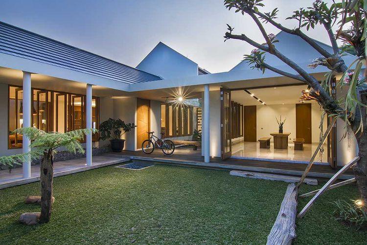 Batang-batang pohon sebagai dekorasi unik rumah minimalis karya Erwin Kusuma