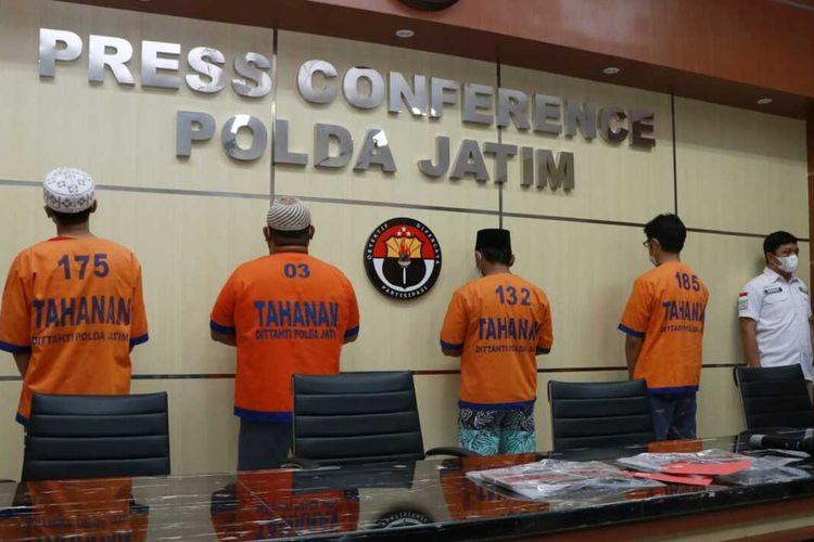 Empat anggota FPI Pasuruan ditangkap Ditreskrimsus Polda Jatim.