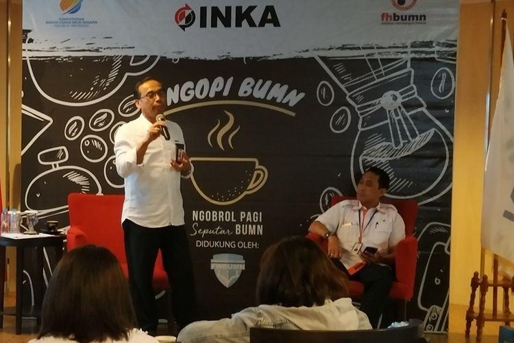 Direktur Utama PT Industri Kereta Api (INKA) Budi Noviantoro menjadi pembicara pada diskusi Ngopi BUMN di Gedung Kementerian BUMN, Jakarta, Senin (19/8/2019).