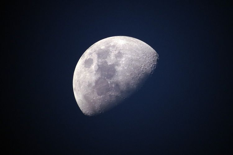 Ilustrasi bulan, fase perbani akhir