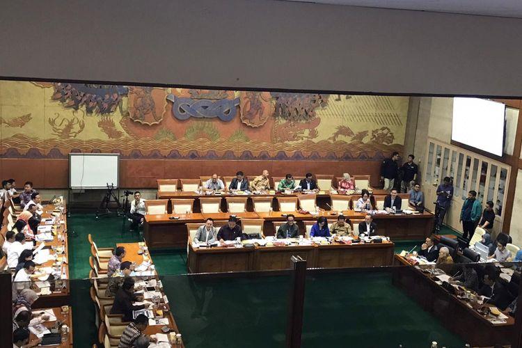 Rapat kerja Komisi VI DPR RI dengan Menteri BUMN Erick Thohir di Gedung DPR RI, Senin (2/12/2019).