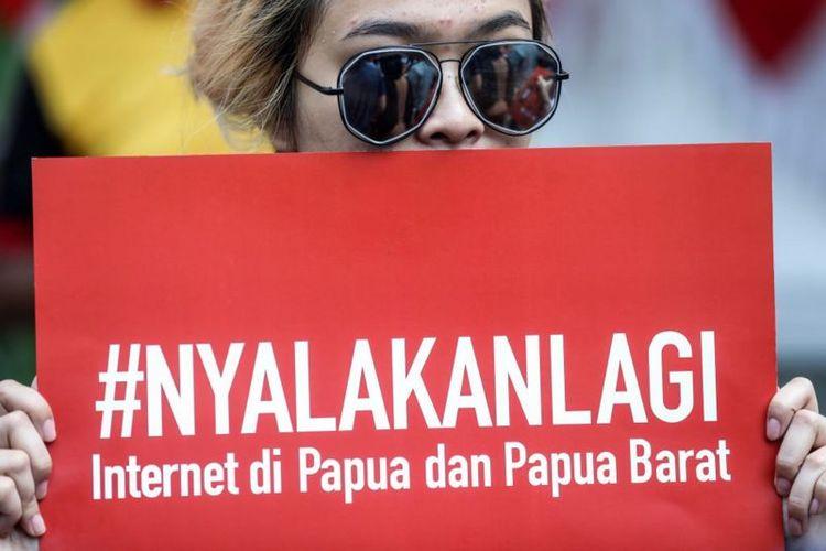Di tengah simpang siur penyebab matinya akses internet di sebagian Papua, beberapa pihak mengaitkannya dengan konteks politik dan keamanan di provinsi itu.